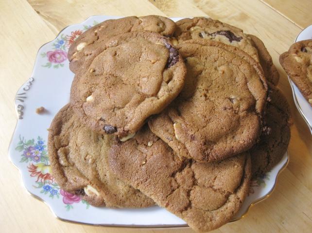 Dark chocolate and salted peanut cookies 3