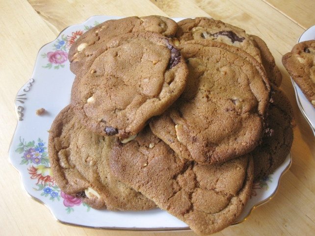 Dark chocolate and salted peanut cookies 3