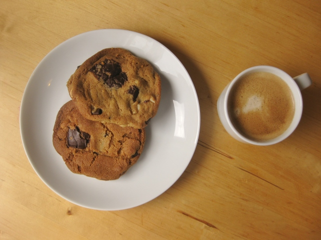Dark chocolate and salted peanut cookies with coffee