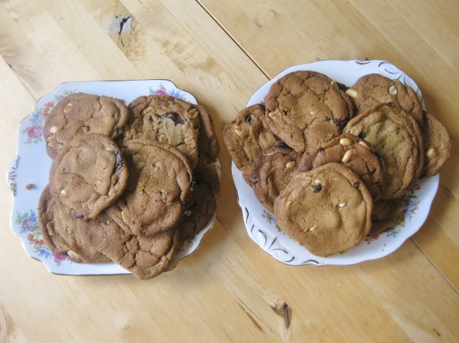 Dark chococlate and salted peanut cookies