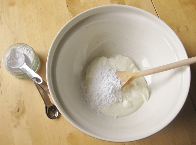 Greek yogurt and icing sugar for a strawberry fool