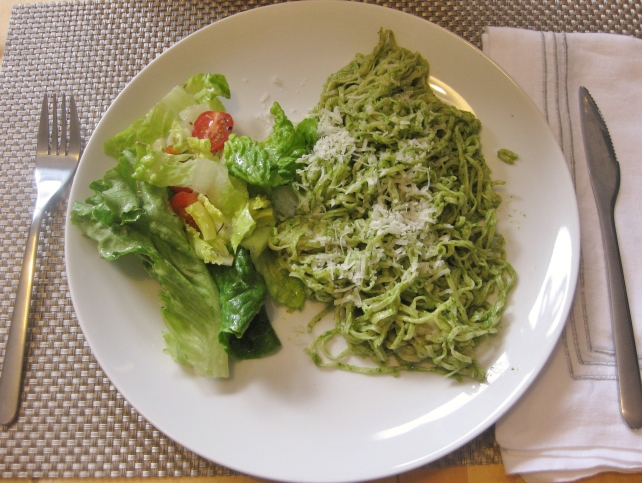 Homemade tagliolini with fresh pesto and salad