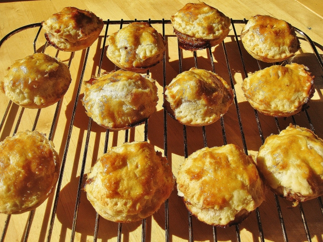 Cooling the mini puff pastry apple pies on a wire rack