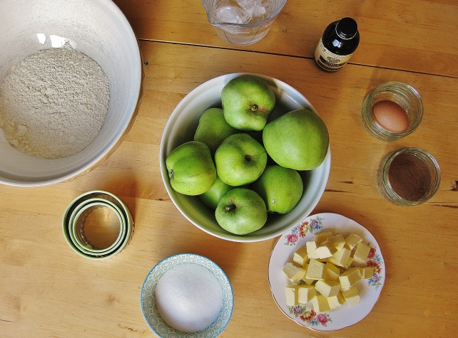 Ingredients for mini puff pastry apple pies