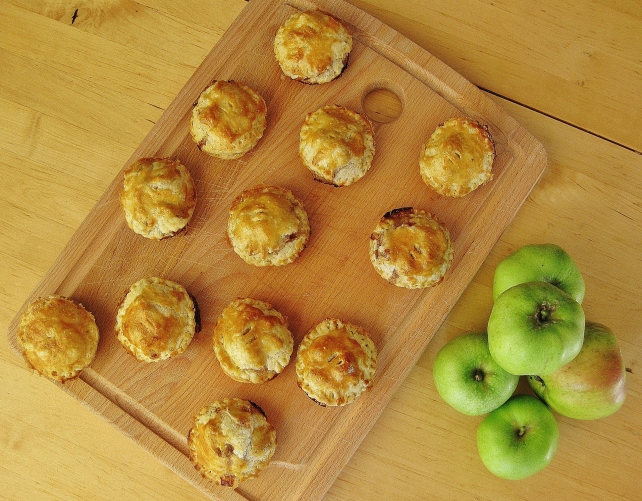 Mini puff pastry apple pies