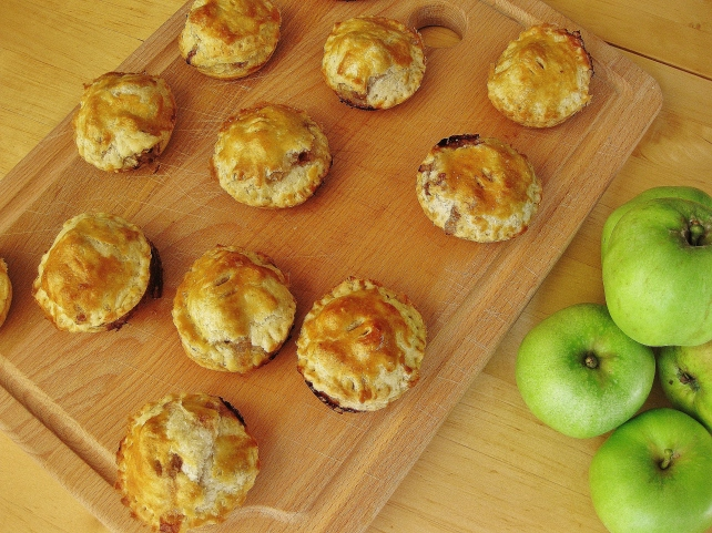 Mini puff pastry apple pies with homemade pastry