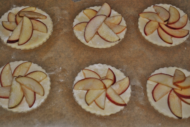 Arranging the apple slices on the puff pastry