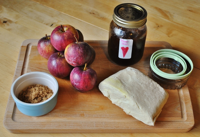 Ingredients for quick apple tarts
