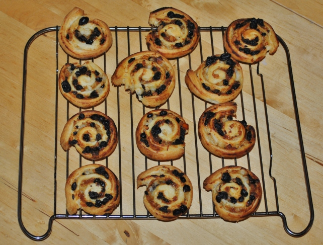 Cooling the mincemeat puff pastry rolls