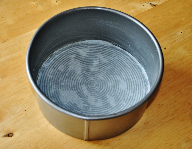 Greased and lined 21cm cake tin