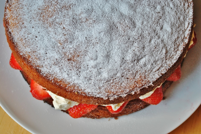 Victoria sponge cake with strawberries and cream